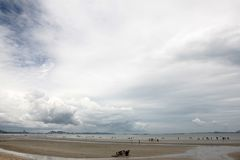 Landschap van overzees strand met wolk Stock Afbeelding