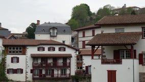 Landschap van Pays Basque, Heilige Jean Pied de Port in het zuiden van Frankrijk stock footage