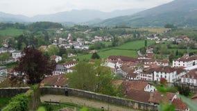 Landschap van Pays Basque, Heilige Jean Pied de Port in het zuiden van Frankrijk stock video