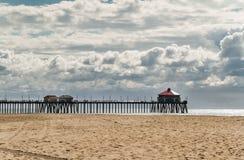Landschap van pijler en oceaan bij Huntington-strand, Californië royalty-vrije stock fotografie