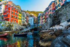 Landschap van Riomaggiore, Cinque Terre Italy royalty-vrije stock afbeeldingen