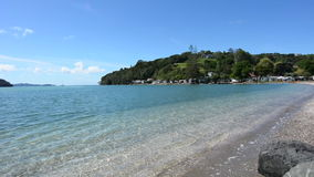 Landschap van Sandspit-strand Warkworth Nieuw Zeeland stock video