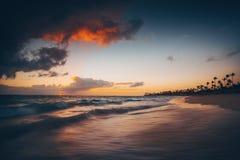 Landschap van strand van het paradijs het tropische eiland stock fotografie