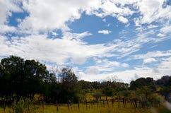 Landschap van wolken en bergen royalty-vrije stock afbeeldingen