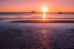 Landschap van zeegezicht is er bezinning van zonstraal op het overzeese en duinzand, koh yaoyai, Phang-nga, Thailand royalty-vrije stock foto's