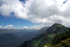 Landschap vanaf de bovenkant van de bergkabelwagen Aibga Rosa Khutor stock afbeelding
