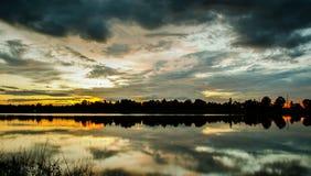 Landschap, wolk, kleurrijke achtergrond, zonsondergang Stock Afbeelding