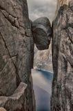 Landschappen in bergen Kjeragbolten noorwegen royalty-vrije stock afbeelding