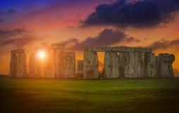 Landschappenbeeld van zonsondergang over Stonehenge een oude prehistori stock fotografie