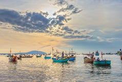 Landschaps levendige handel in vissen bij Mui Ne-visserijdorp Stock Fotografie