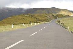 Landschaps Rechte weg op de Berg Royalty-vrije Stock Foto's