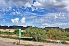 Landschaps toneelmening van Maricopa-Provincie, Mesa, Arizona aan Pinal-Provincie, Florence Junction, Arizona stock afbeeldingen
