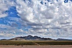 Landschaps toneelmening van Maricopa-Provincie, Mesa, Arizona aan Pinal-Provincie, Florence Junction, Arizona royalty-vrije stock foto's