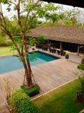 Landschaps zwembad en terras Royalty-vrije Stock Afbeelding