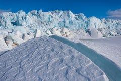 Landschapsaard van de gletsjerberg van dag van de de winter polaire zonneschijn van Spitsbergen Longyearbyen Svalbard de noordpoo royalty-vrije stock afbeeldingen