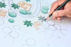 Landschapsarchitect Designing op het plan van de plaatsanalyse stock fotografie