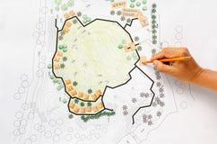 Landschapsarchitect Designing op het plan van de plaatsanalyse royalty-vrije stock afbeeldingen