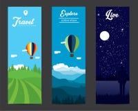 Landschapsbanners met berg, luchtballons en bos worden geplaatst dat Stock Foto's
