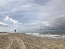 Landschapsbeeld van de Noordzee bij het strand in Nederland stock foto's