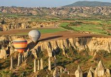 Landschapscappadocia met ballons royalty-vrije stock afbeeldingen