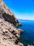 Landschapsfoto van een klip op de Zwarte Zee in de Krim stock afbeeldingen