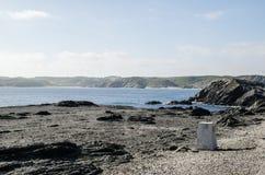Landschapsfotografie van één van de bekendste plaatsen in Menorca op de kust met een vuurtoren stock afbeelding