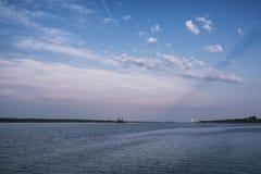 Landschapsmeer Textuur van water Het meer is bij dageraad De mond Stock Foto's
