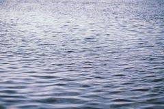 Landschapsmeer Textuur van water Het meer is bij dageraad De mond Stock Afbeelding