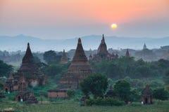 Landschapsmening van Bagan-ruïnes bij zonsondergang, Myanmar Stock Foto