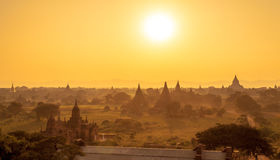 Landschapsmening van Bagan-ruïnes bij zonsondergang, Myanmar Stock Afbeelding