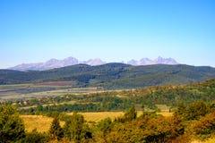 Landschapsmening van bergketen en de herfst kleurrijke heuvels, Slov royalty-vrije stock afbeeldingen