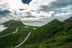 Landschapsmening van de Caraïbische Zee en de Atlantische Oceaan die zuiden van St Kitts eiland vanaf de bovenkant van Timothy Hi Royalty-vrije Stock Afbeelding