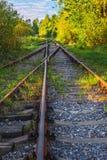 Landschapsmening van de oude spoorwegsporen in de herfst Stock Foto
