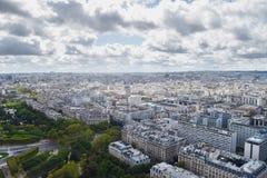 Landschapsmening van de Toren van Eiffel over Parijs stock fotografie