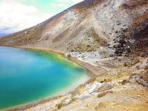Landschapsmening van kleurrijke Smaragdgroene meren en vulkanisch landschap, het nationale park van Tongariro, Nieuw Zeeland Royalty-vrije Stock Foto's