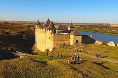 Landschapsmening van middeleeuws Khotyn-kasteel Vesting op de rechteroever van de Rivier die van Dniester wordt gevestigd royalty-vrije stock afbeelding