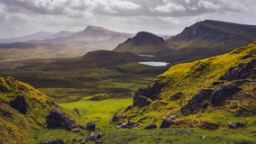 Landschapsmening van Quiraing-bergen op Eiland van Skye, Schotse hooglanden stock afbeelding