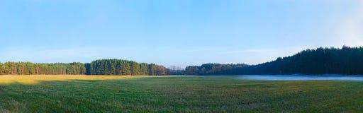 Landschapspanorama met twee seizoenen Stock Afbeelding