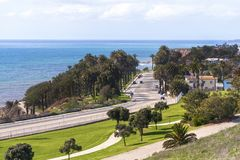 Landschapsweg door de oceaan royalty-vrije stock afbeelding