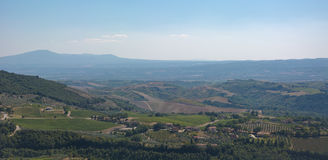 Landscpae italianos com campos e árvores imagens de stock royalty free
