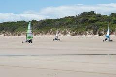 Landsegling på en strand i Tasmanien Australien Arkivfoto
