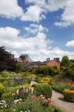landsengelska arbeta i trädgården stratford Arkivfoto
