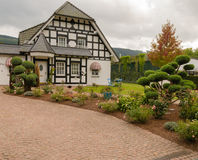 Landshus i den gamla stilen Royaltyfria Foton