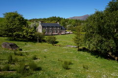 Landshus i Irland fotografering för bildbyråer