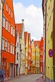 Landshut, Alemania, calle cobbled vieja en centro de ciudad Imagen de archivo libre de regalías