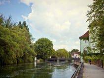 Landshut Tyskland - den romantiska fläcken av gångaren promenerar I Royaltyfri Fotografi