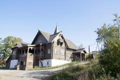 Landsitz des russischen Grundbesitzers Besichtigung in einer Kleinstadt in den Urals Stockbilder