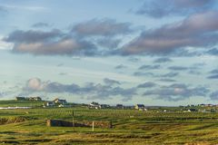 Landskap över Ness bygdnord av ön av Lewis, Skottland royaltyfri bild