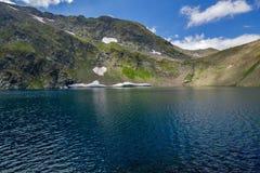 Landskap av öga sjön, de sju Rila sjöarna, Bulgarien Royaltyfria Foton