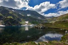 Landskap av öga sjön, de sju Rila sjöarna, Bulgarien Arkivbilder